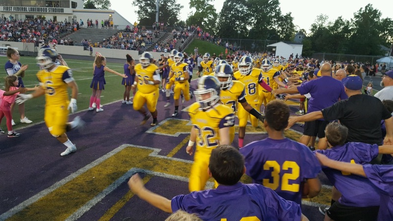 The youth football players helped hype the Varsity Rangers!  @lkwdrec